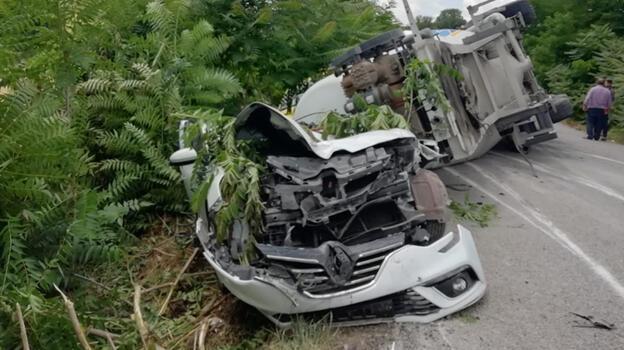 Balıkesir'de zincirleme trafik kazasında 3 kişi öldü, 3 kişi yaralandı