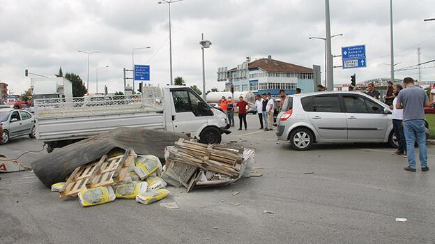 Samsun'da trafik kazası! Hepsi yola saçıldı