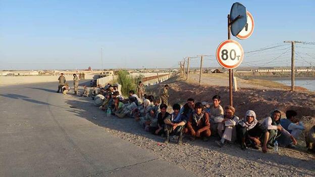 Taliban'dan kaçan Afgan askerler Tacikistan'a sığındı