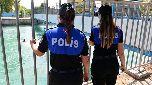 Son dakika: Yüzerken polisi görünce şoke oldu! Köprünün altına saklandılar