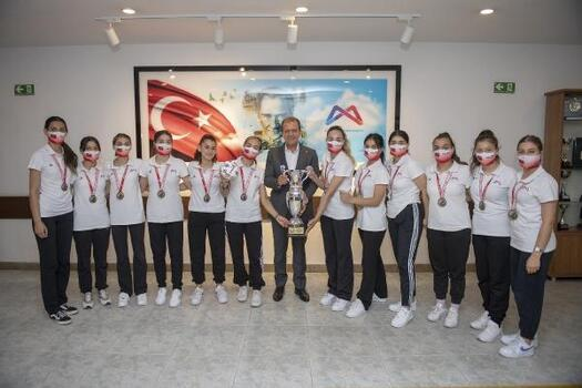 Mersin Büyükşehir GSK Takımları başarıdan başarıya koşuyor
