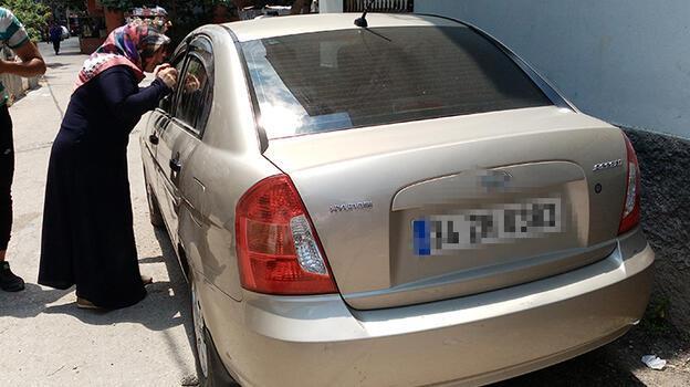 Adana'da otomobilde kilitli kalan çocuğu itfaiye kurtardı