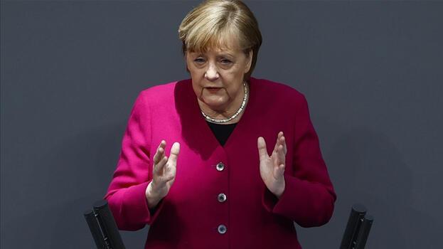 Merkel'den Libya açıklaması: Kendileri karar versin