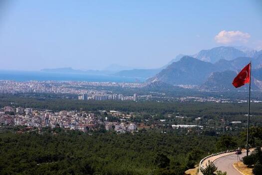 Antalya'da düşük nem görüş mesafesini artırdı