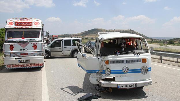 Manisa'da 4 aracın karıştığı trafik kazasında 4 kişi yaralandı