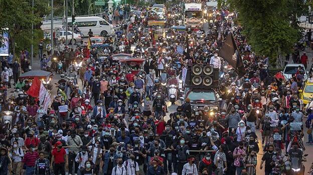 Tayland'da hükümet karşıtı yürüyüş düzenlendi