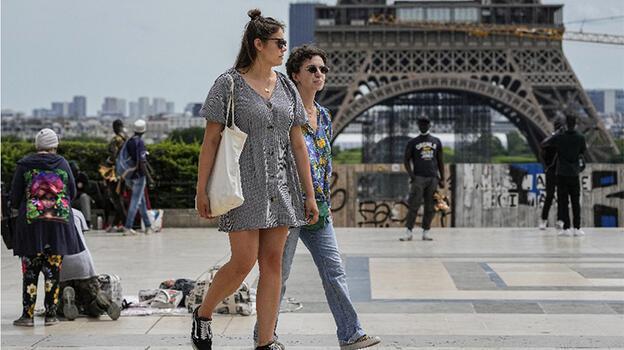 Fransa'da son 24 saatte 2 bin 549 yeni Kovid-19 vakası belirlendi
