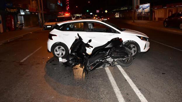İzmir'de motosiklet otomobile çarptı! 1'i polis 2 yaralı