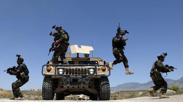 Afganistan'da 3 ilçe Taliban'ın kontrolüne geçti