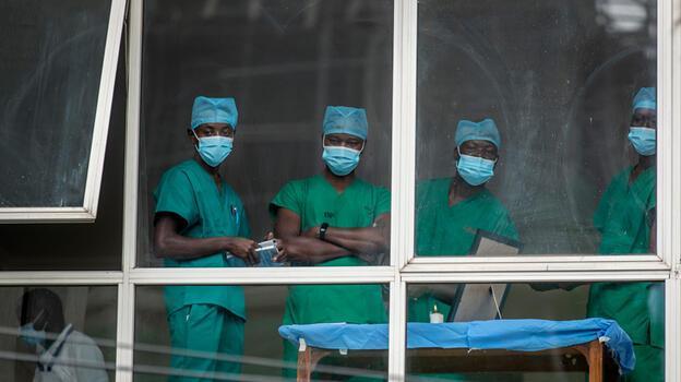 Kenya'da yeni hastaneler kalabalık nedeniyle gece yarısı açıldı