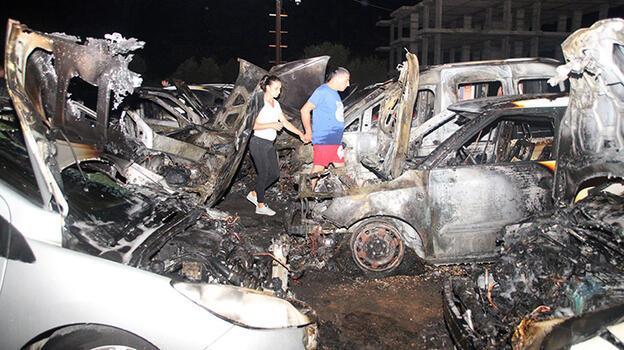 Mersin'de otoparkta yangın! 12 araç hasar gördü