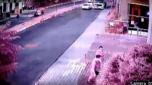 Avcılar'da motosikletli kuryelerin feci kazası kamerada