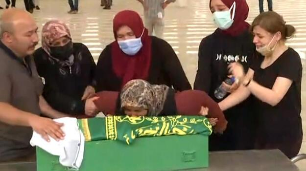 Annesi tarafından öldürülen kadın ve çocukları toprağa verildi!