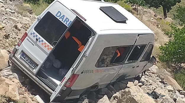 Son dakika... Malatya'da yolcu minibüsü devrildi! Çok sayıda yaralı var