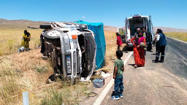 Malatya'da işçileri taşıyan kamyonet devrildi! Yaralılar var