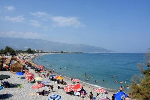 Demre plajlarında bayram yoğunluğu