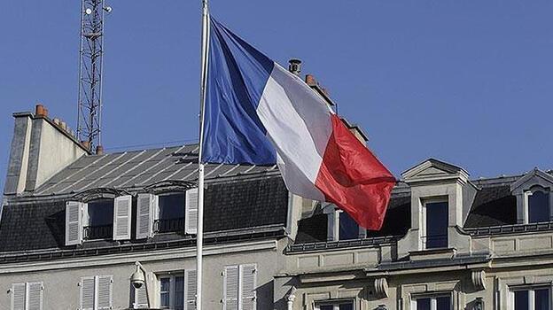 Fransa'da tartışmalı salgınla mücadele yasa tasarısı kabul edildi