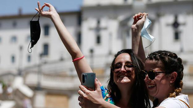 İtalya'da son durum: Yeni vakalar o yaş grubunda görülüyor!