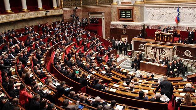 Son dakika: Fransa'da skandal tasarı yasalaştı