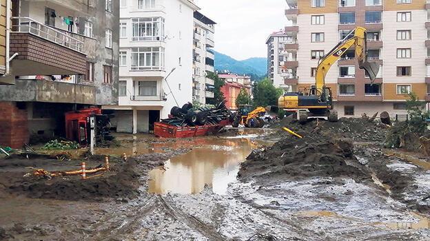 Arhavi çamurla boğuşuyor