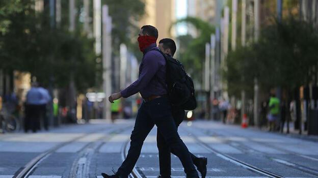 Avustralya'da koronavirüs yasakları protesto edildi