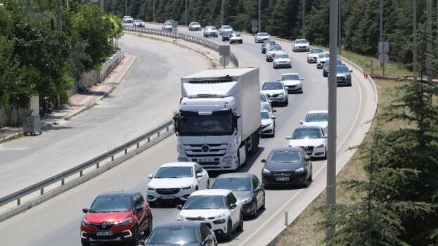 Burdur'da tatil dönüşü trafik yoğunluğu