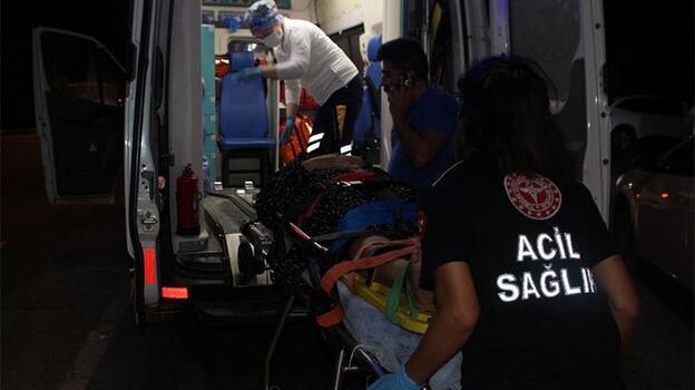 Otomobil ile tur minibüsü çarpıştı: 3 yaralı