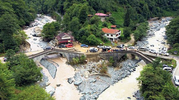 Asırlık köprülerin taşkın sınavı