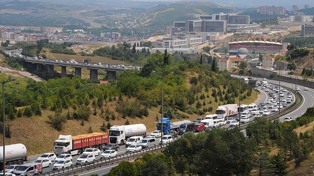 Tatilciler dönüş yolunda! TEM'de trafik durma noktasına geldi