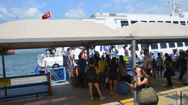 Bandırma İDO terminalinde tatil dönüşü yoğunluğu