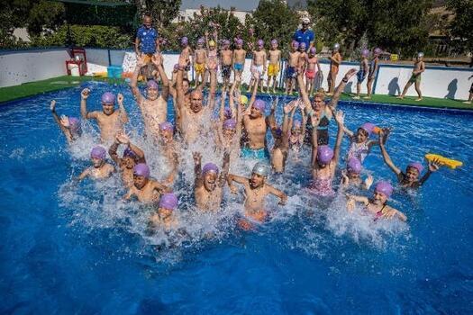 Soyer: Çocuklarımızı yüzme sporuyla da, havuzla da, denizle de buluşturacağız