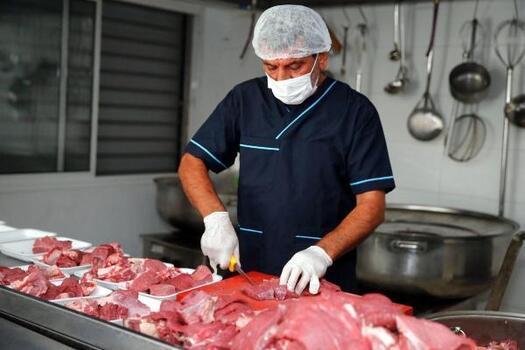 Konak Belediyesi, 3,5 ton kurban etini ihtiyaç sahibi ailelere ulaştırdı