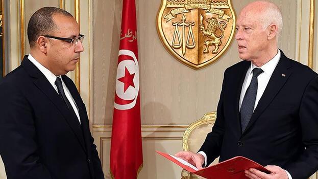 Son dakika: Tunus'ta Başbakan Meşişi görevden alındı