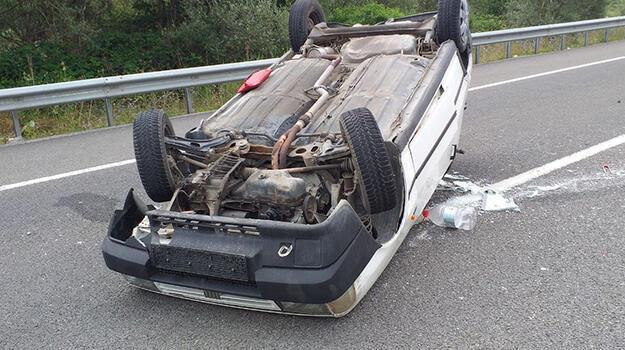 Otomobil devrildi! 5 kişi ölümden döndü