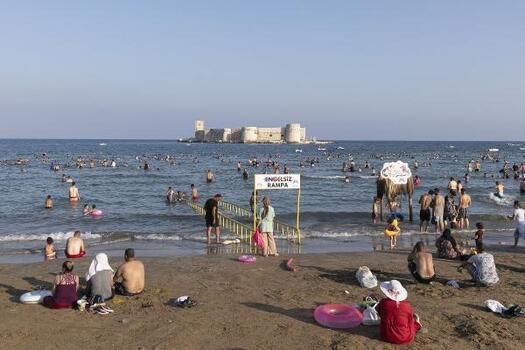 Tatilciler, bayramda Büyükşehir'in 12 plajlarına akın etti