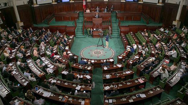 Tunus meclisi önünde arbede