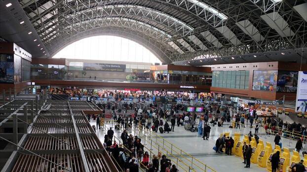 İstanbul ve Sabiha Gökçen Havalimanı tatil dönüşü en yüksek yolcu sayısına ulaştılar