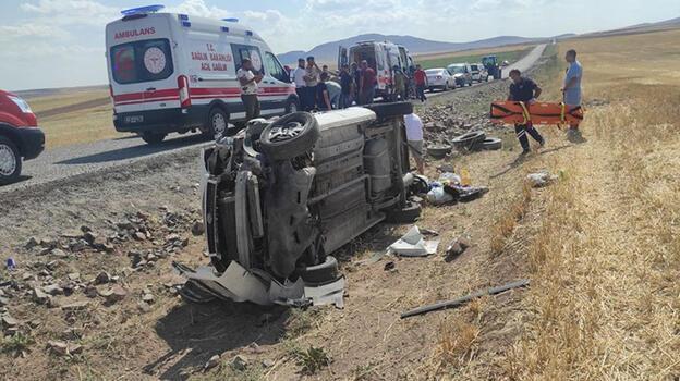 Konya'da hafif ticari araç devrildi: 4 yaralı