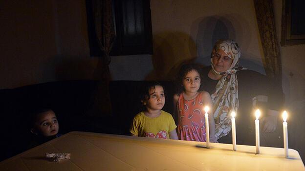 Lübnan'da günlük elektrik kesintileri 22 saati buluyor!