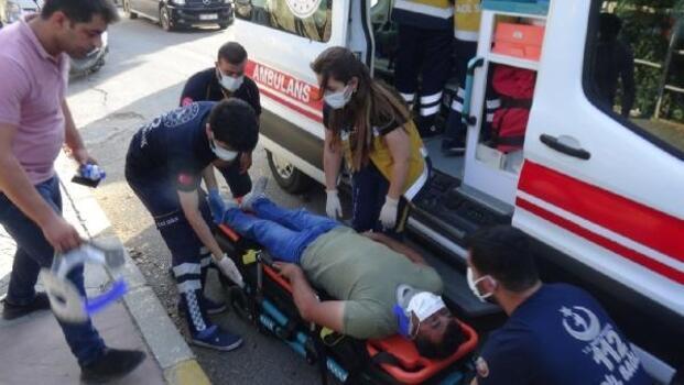 Adıyaman'da hafif ticari araç ile otomobil çarpıştı: 2 yaralı