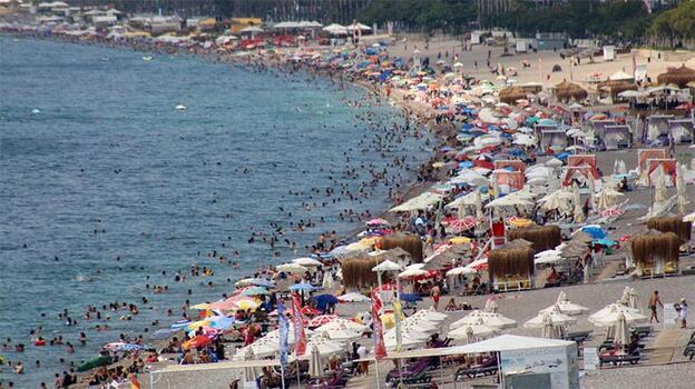 Antalya'ya turist akını yüzleri güldürdü