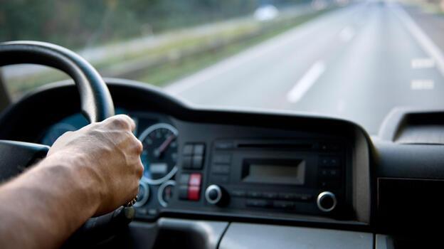Profesyonel ve ağır vasıta ehliyeti ile taşıt kullananların günlük çalışma sürelerinde değişiklik