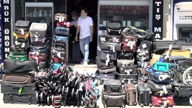 Havalimanlarında unutulan eşyalar satışa çıkarıldı