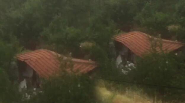 Son dakika... Amasya'da sele kapılan ev böyle yıkıldı!