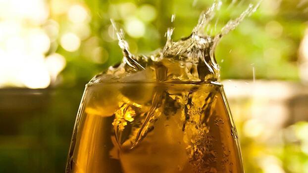 Bu sıcakta buzlu çay içilir!