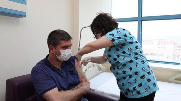 Koronavirüsü atlatan başkandan 'aşı' çağrısı