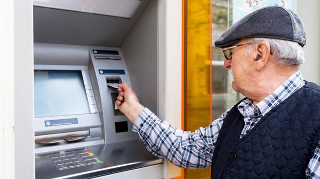 Emekli olmak isteyenlere güzel haber! SGK ile 3 banka arasında imzalar atıldı