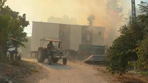 Osmaniye'de orman yangını! Köylüler bölgeden taşındı