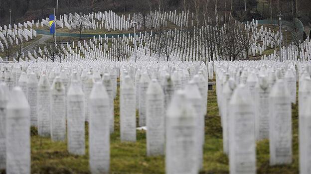 Srebrenitsa soykırımının inkarının yasaklanmasına tepki gösterdi