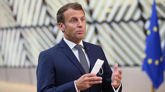 Macron'dan Hitlere benzetildiği afişlere suç duyurusu